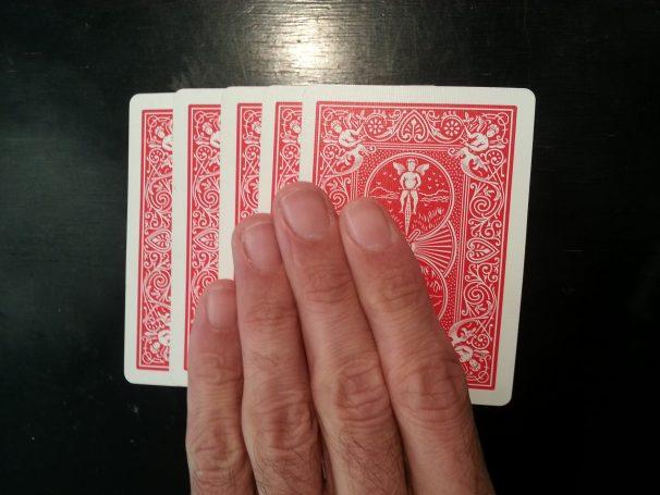 Tour de magie des cinq carte retopurnées